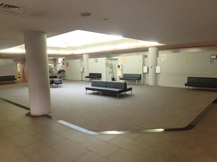 藤沢市斎場(大庭斎場)のエントランスホール